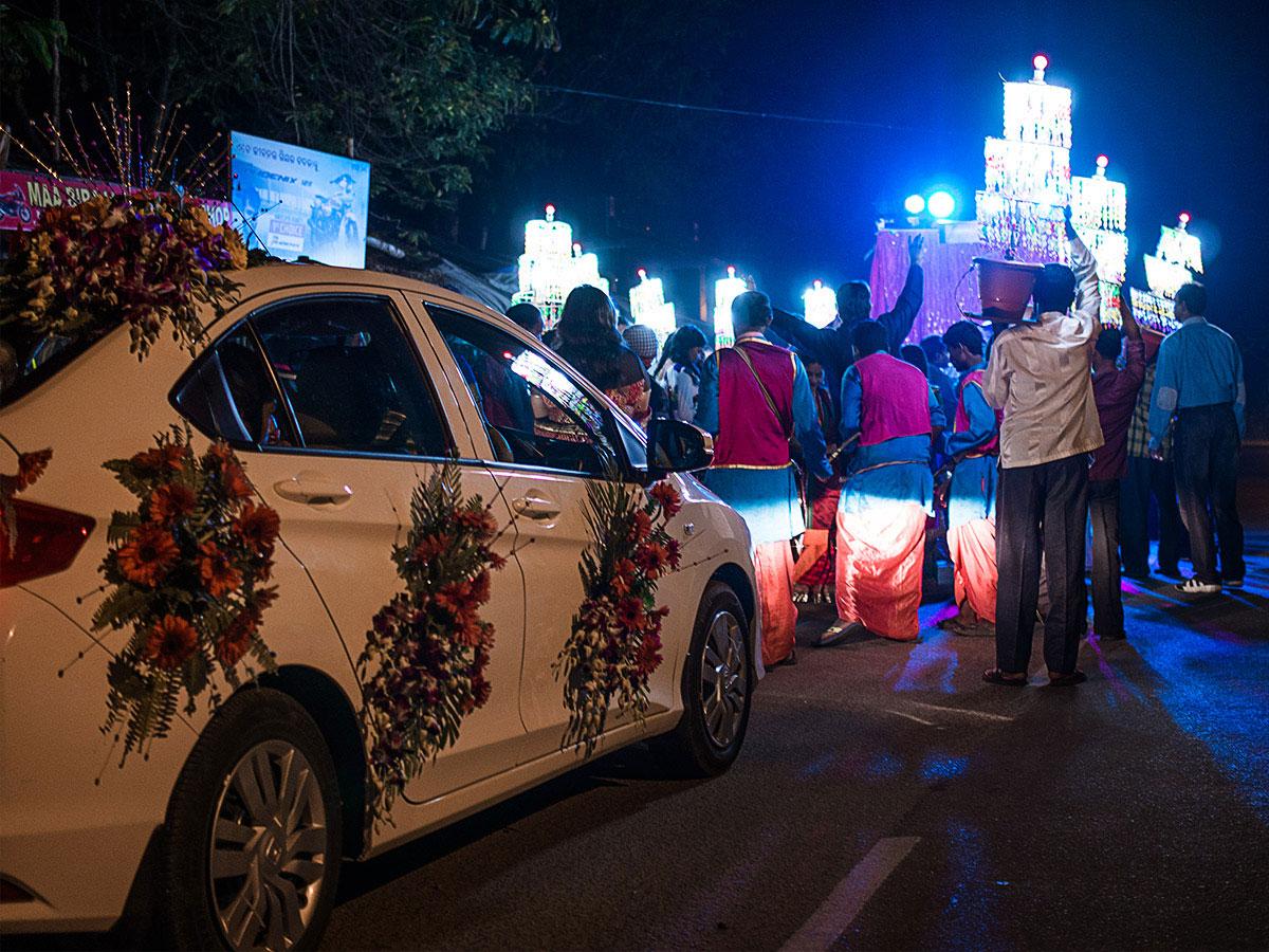 india_wedding_car_party