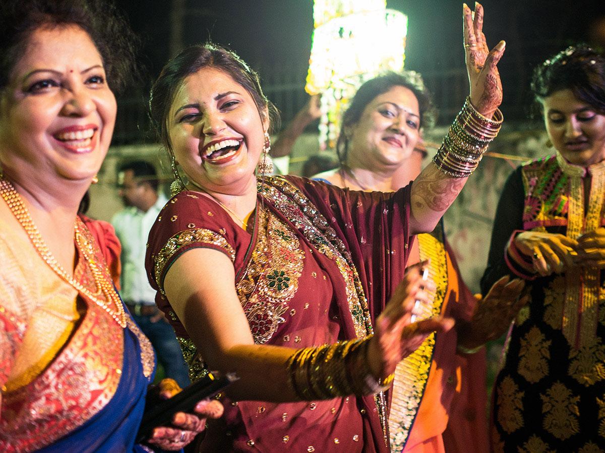 india_wedding_woman_dance
