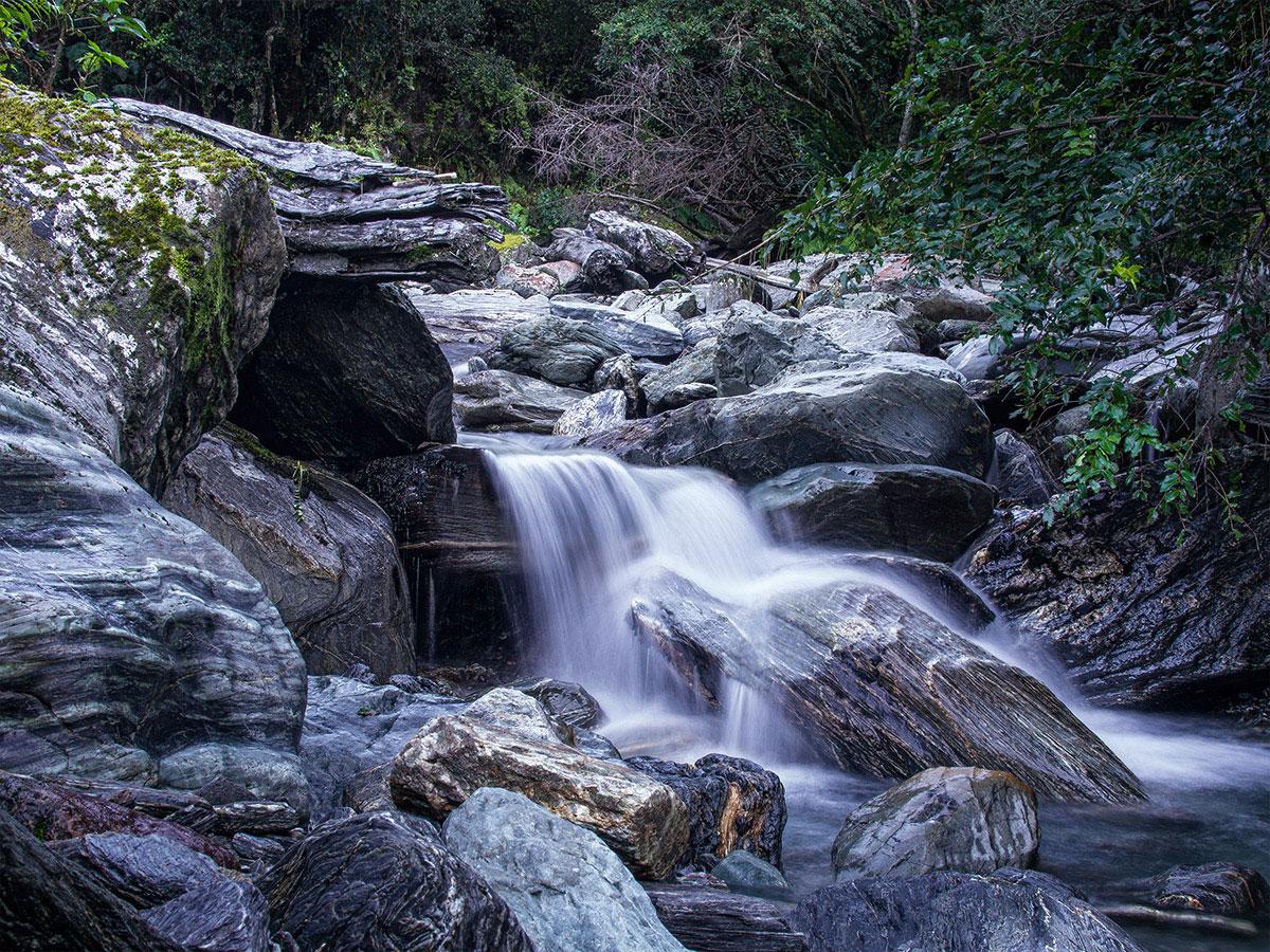 Franz_Josef_Glacier_New_Zealand_waterfall