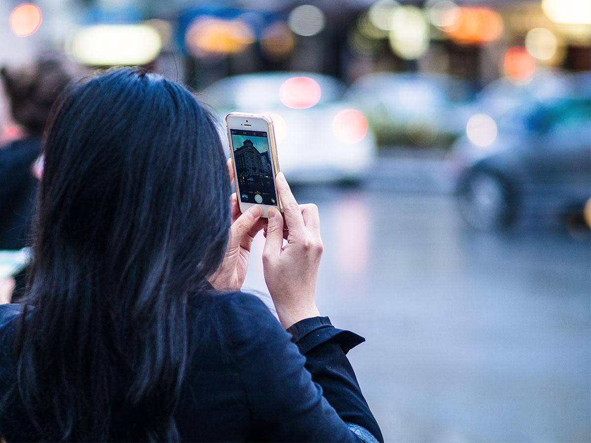 auckland_tourist_smartphone