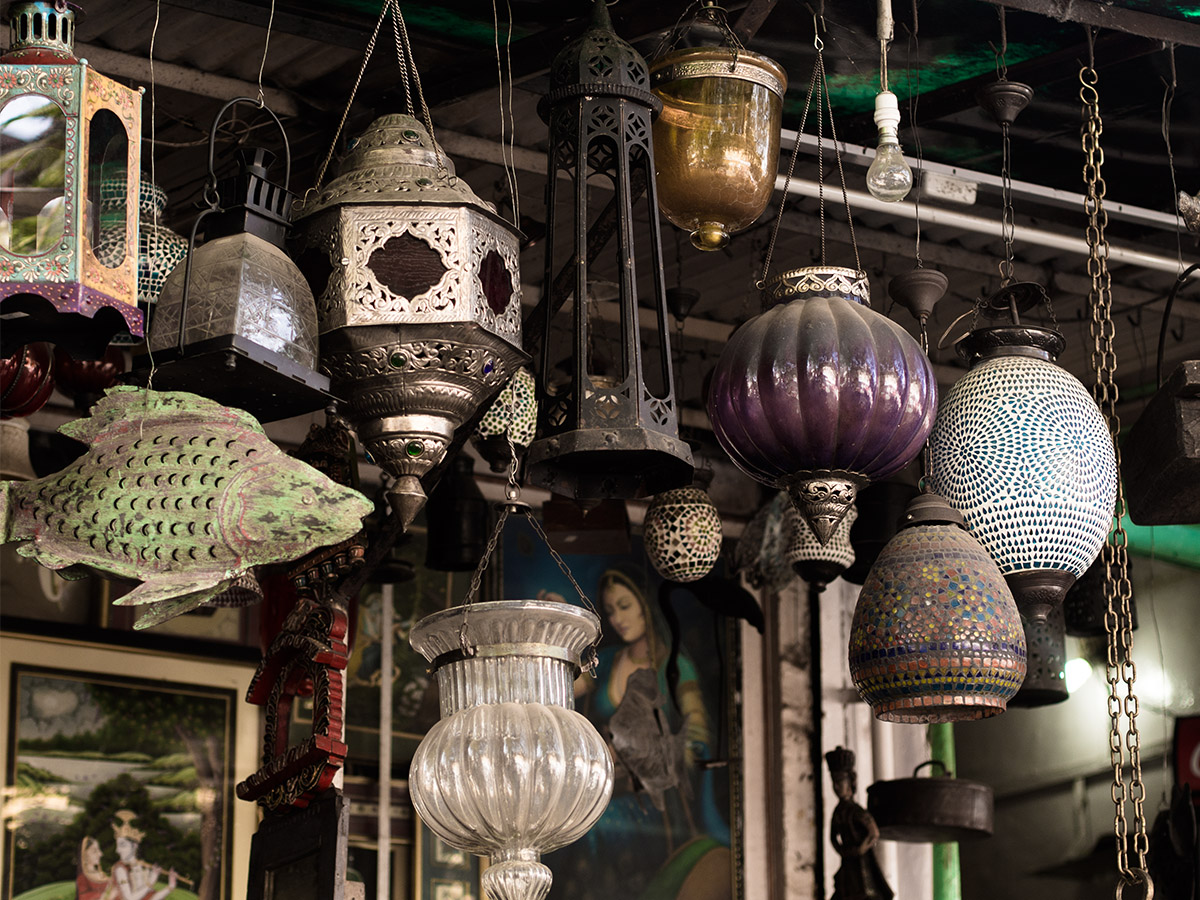 India_street_store_lamps