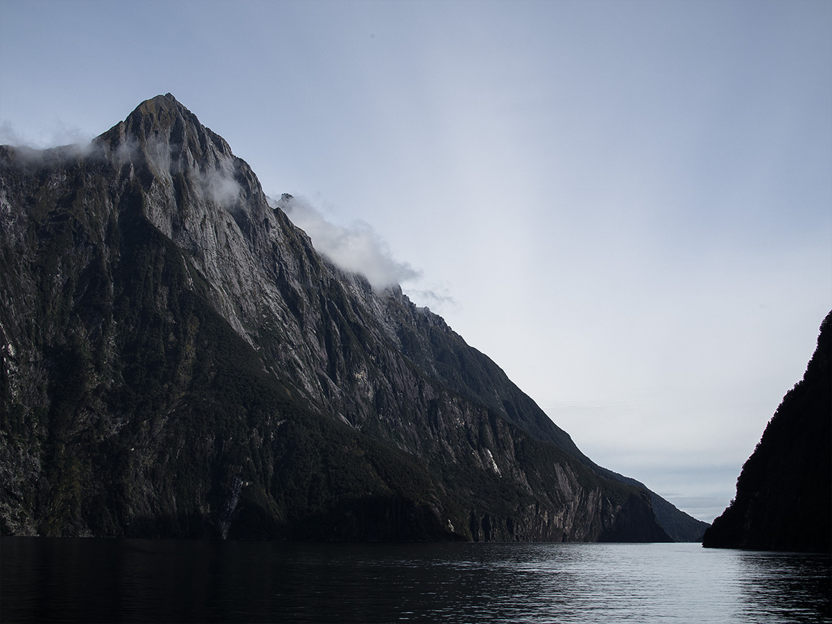 milford_sound_early_morning_new_zealand