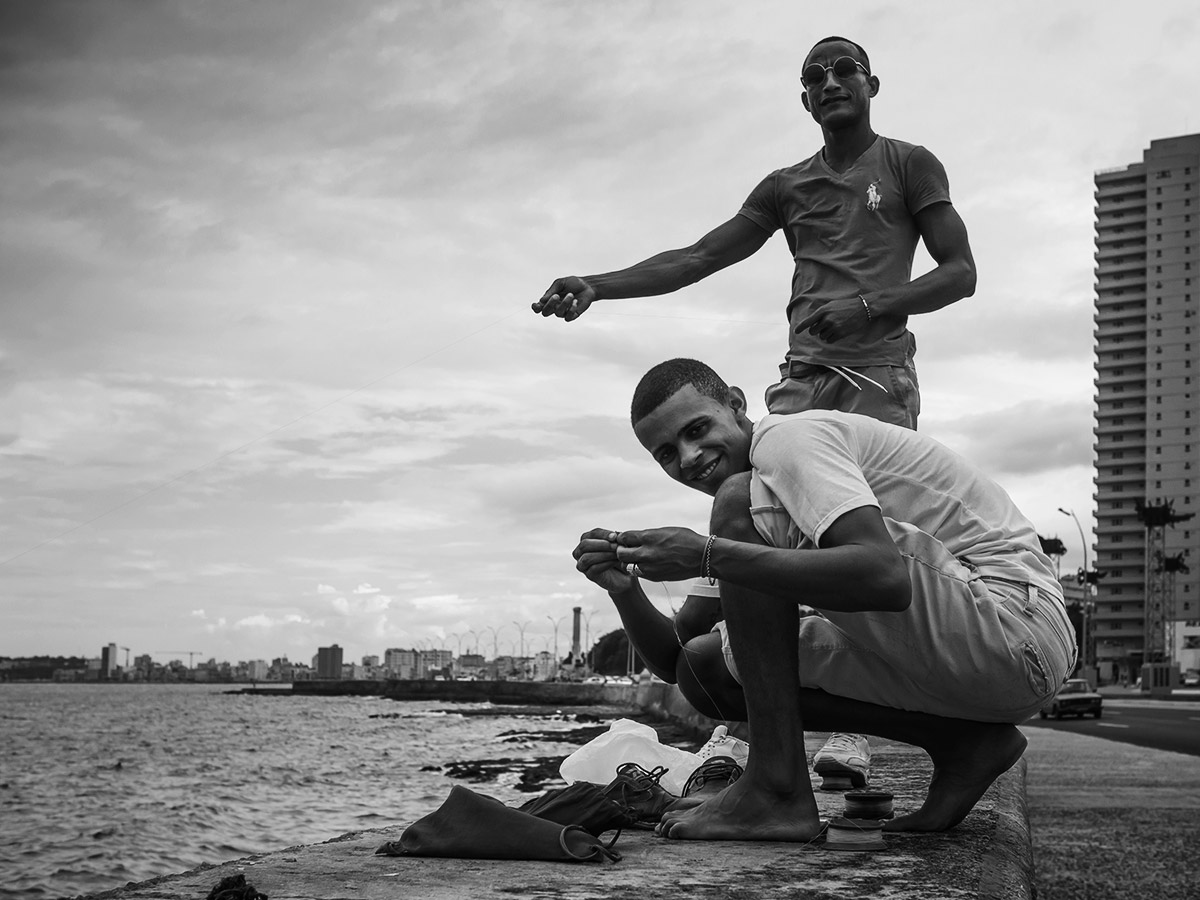 cuba_habana_malecon_fishing_street_photography