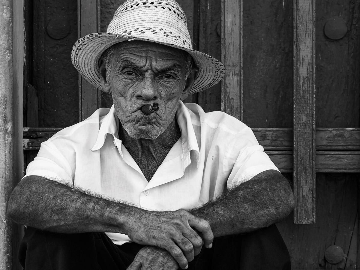 cuba_smoker_street_photography